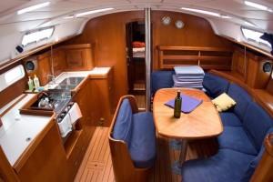 Oceanis 411 Clipper interior