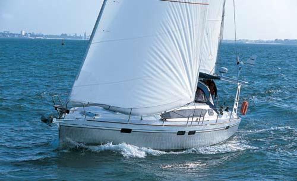 Ovni 395 sailing